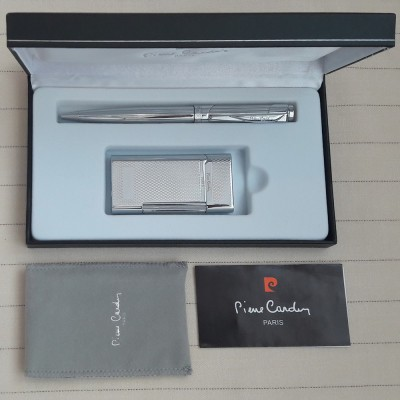 """MF-191-07-BP Зажигалка """"Pierre Cardin"""" газовая кремниевая (цвет серебро с насечкой) в наборе с шариковой ручкой"""